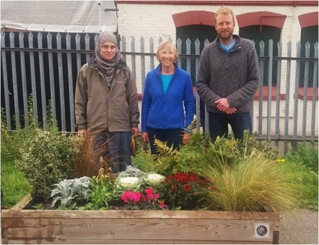 New season's planting on platform 1, with volunteers who helped, November 2016